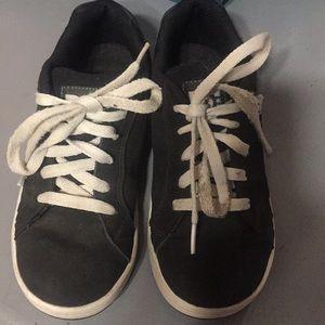 DC size 3 1/2 boys Skate shoe